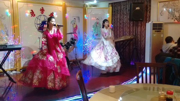 two dresses whatsonweibo