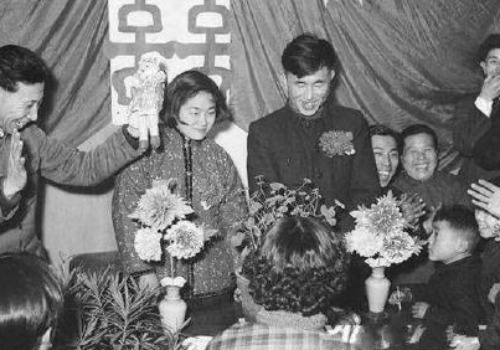 Mirror Of Time Chinese Weddings Through The Decades What S On Weibo
